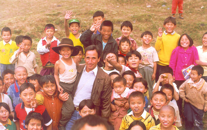 Tom Nazario with Tibetan Refugee Children