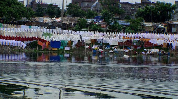 Dhaka riverside wash