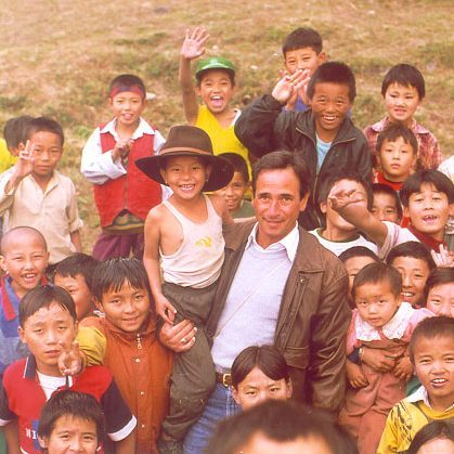 Tom Nazario with Tibetan Refugee Children, 1999